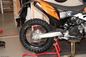 mounting ktm 690 rear enduro wheel on ktm 690 smc