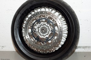 Front brake disc on the ktm 690 smc wheel